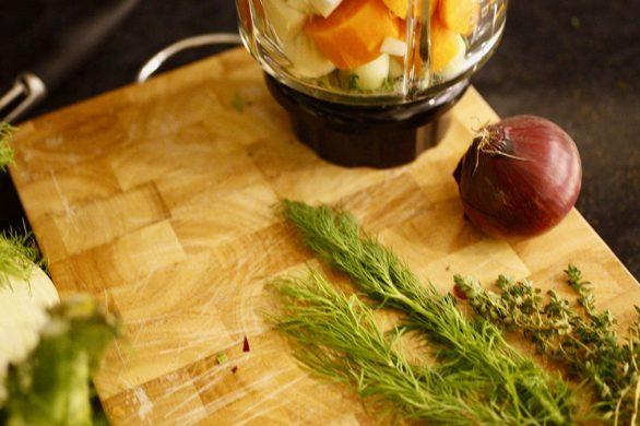 Gemüsepaste für das Fenchel-Möhren-Gemüse